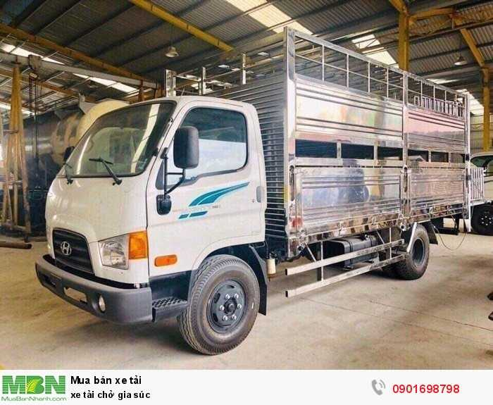 Xe tải chở gia súc 2