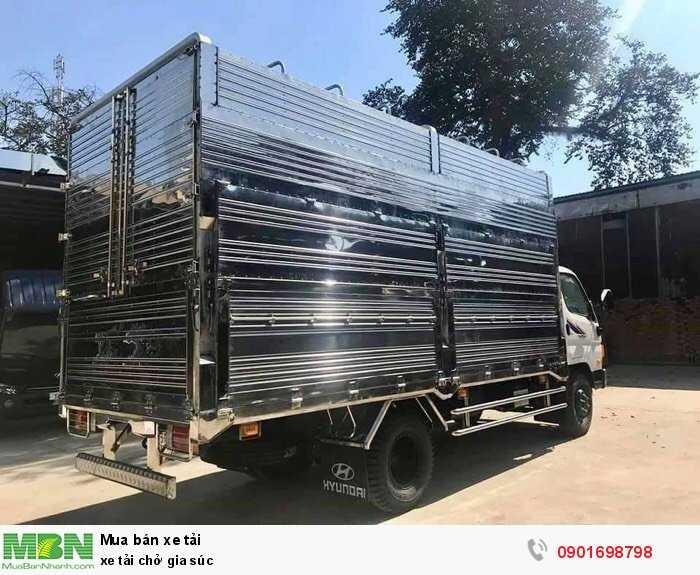 Xe tải chở gia súc 4