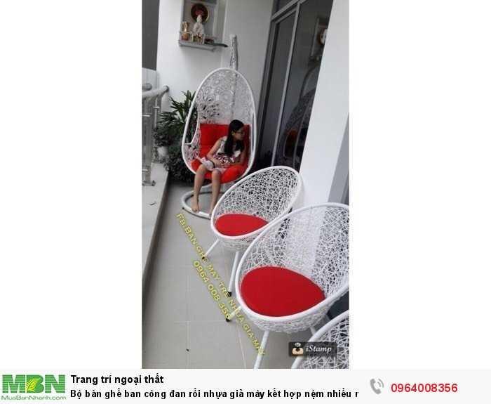 Bộ bàn ghế ban công đan rối nhựa giả mây kết hợp nệm nhiều màu0