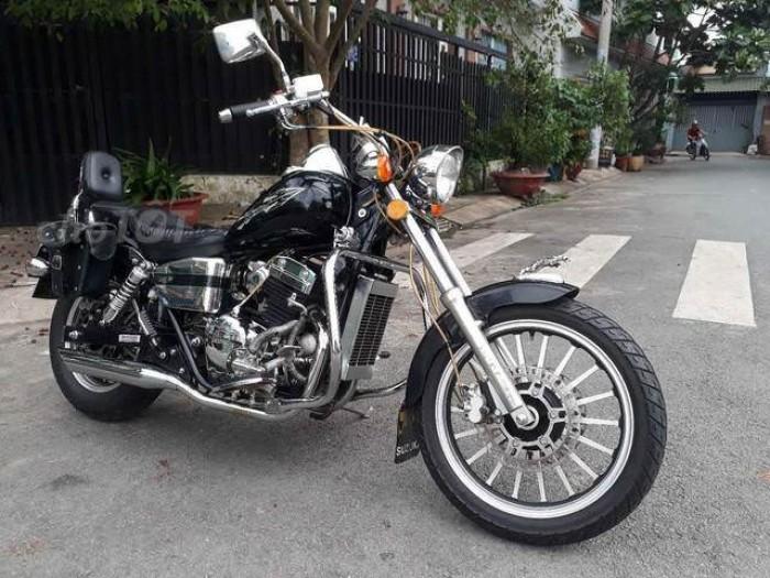 Cần bán lại xe moto rebell usa nhập khẩu từ mỹ..350cc.đời 2010.màu đen nanô. dán keo nguyên chiếc .bstp