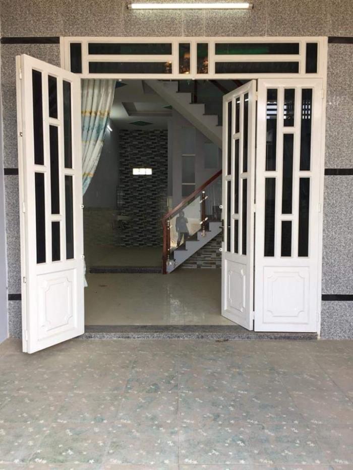 Nhà 1 trệt 1 lầu đường Phan Văn Hơn, cam kết SHR cầm tay.