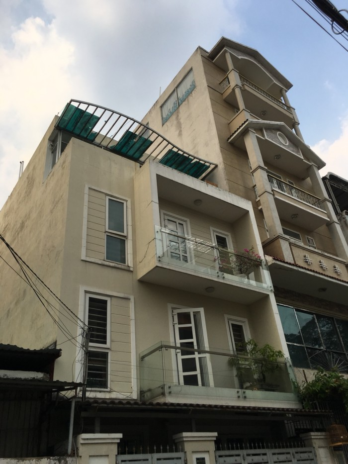 Chia tài sản bán nhà 4 lầu đường Hồng Lạc, Tân Bình chỉ 3,63 tỷ