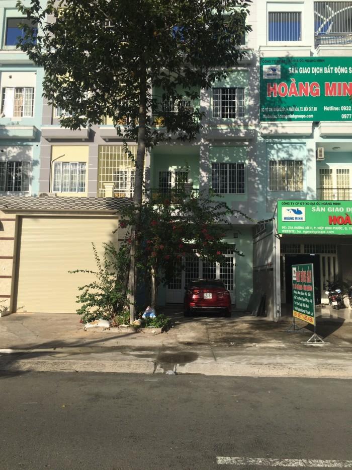Chính chủ cần bán gấp căn nhà phố 1 trệt 3 lầu, mặt tiền Mỹ Phước Tân Vạn.