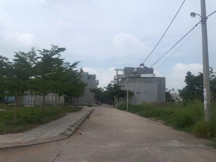 Bán gấp lô góc hai mặt tiền đường Nguyễn Trung Trực, Bến Lức,diện tích 100m2 giá 350 triệu
