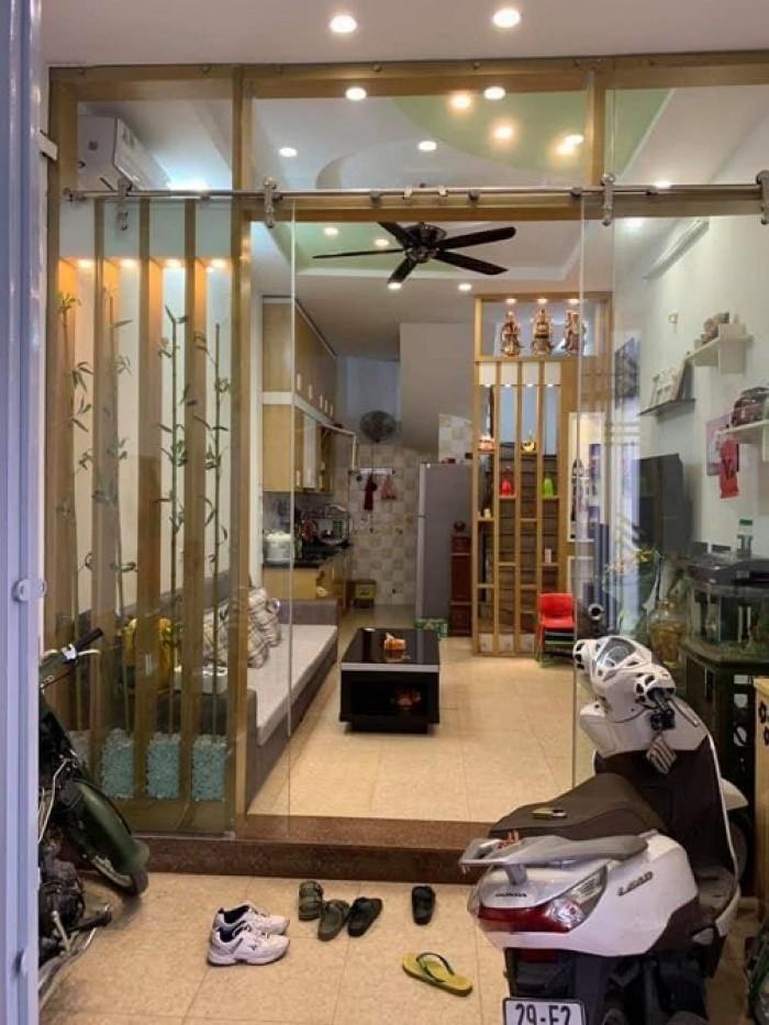 Vị trí nhà nằm gần trên đường Ngũ Nhạc, quận Hoàng Mai
