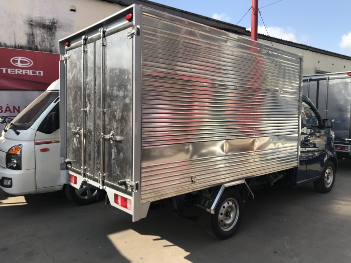 Xe tải tera100 tải 990kg thùng kín