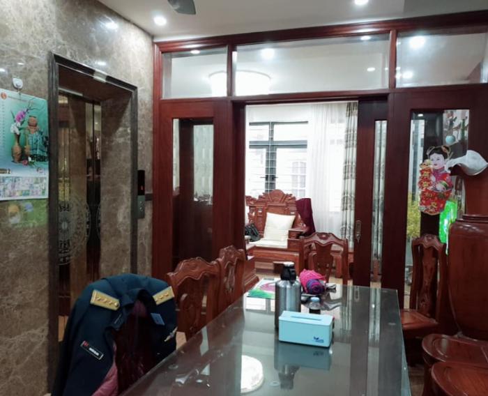 Bán nhà phân lô, gara ô tô, thang máy phố Lê Trọng Tấn.