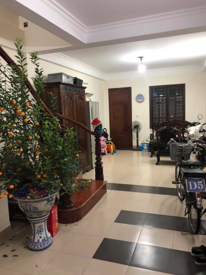 Nhà phố Lê Văn Thiêm DT51mX5t, MT4m, giá 9 tỷ.