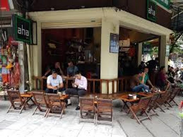 Cho thuê nhà mặt phố Hoàn Kiếm: Mặt tiền 8m, giá 40 triệu.