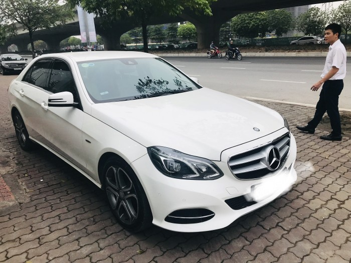 Bán Mercedes E200 ,sản xuất và đăng ký 2015,tên công ty,có hóa đơn VAT.