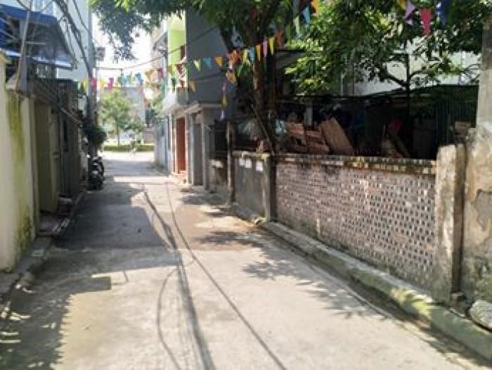 Bán đất oto vào, 79m2, mặt tiền 5,5m, giá chỉ có 30 triệu, Thạch Bàn- Long Biên.