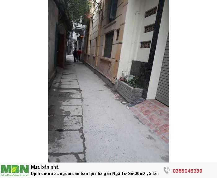 Định cư nước ngoài cần bán lại nhà gần Ngã Tư Sở 30m2 , 5 tầng , giá 2.5 tỷ.