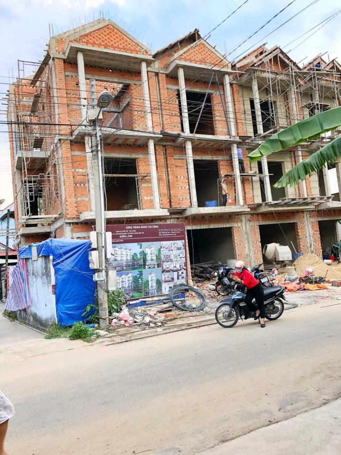 kẹt tiền bán  căn biệt thự mới xây ở Thủ Dầu Một