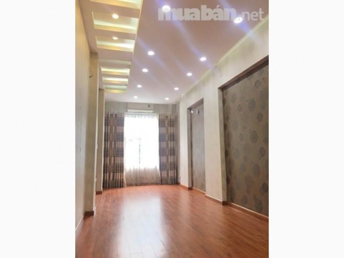 Chính chủ cần bán nhà 6 tầng thang máy phố Trần Quốc Hoàn Giá 8,2 Tỷ