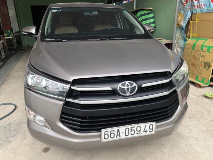Bán Toyota INNOVA E 2.0MT màu nâu titan số sàn sản xuất 2017 đi 69000km