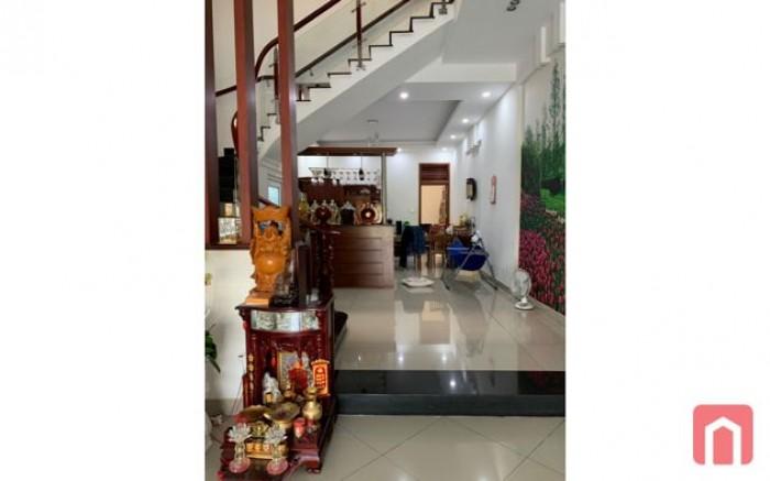 Ly hôn !!! bán gấp căn nhà 125m2, mặt tiền đường Lý Chính Thắng, Quận 3. Giá 4.9 tỷ.