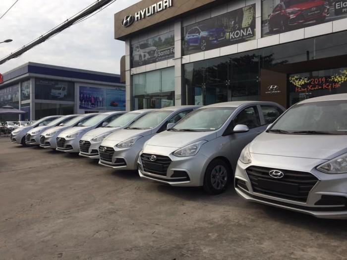 Hyundai i10 khuyến mãi sock trong tháng