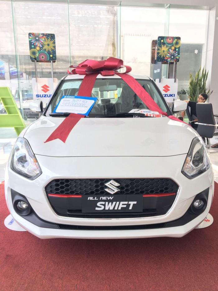 Bán Suzuki Swift màu trắng nhập khẩu bản đủ