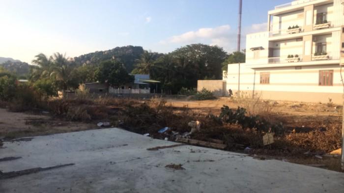 Bán gấp lô đất 1398m2 mặt tiền đường Yên Ninh, huyện Ninh Hải, Ninh Thuận giá mềm