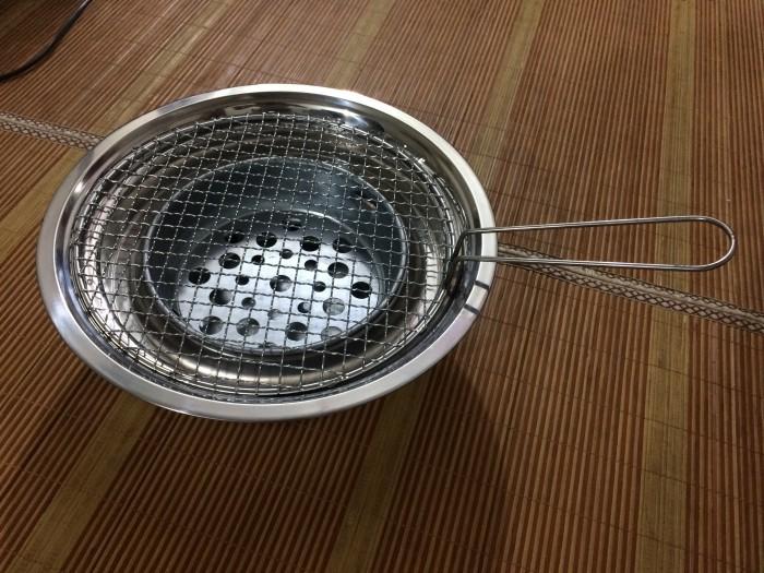 Bếp nướng than hoa inox nắp âm bàn cho quán lẩu nướng bình dân2
