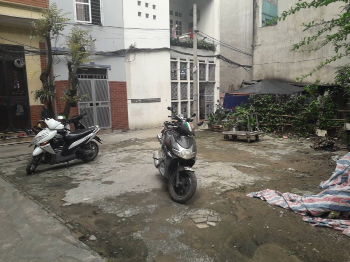 Bán đất ngay lô đất phố Trạm, Long Biên cực hot, giá chỉ 1.6 tỷ. Nhanh tay kẻo hết!!
