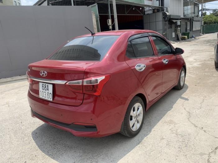 Bán Hyundai Grand i10 sedan 1.2AT màu đỏ số tự động sản xuất 2018 đi 3000km