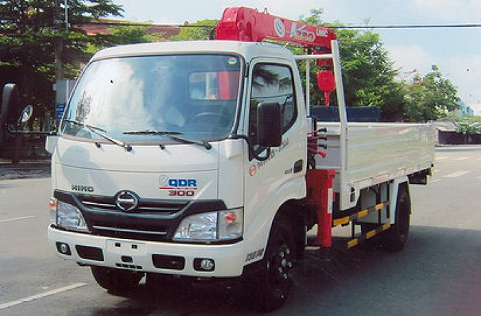 HINO XZU650L gắn cẩu 2 tấn UNIC model URV232 | Khuyến mãi thuế trước bạ 2% | Giá siêu khuyến mãi