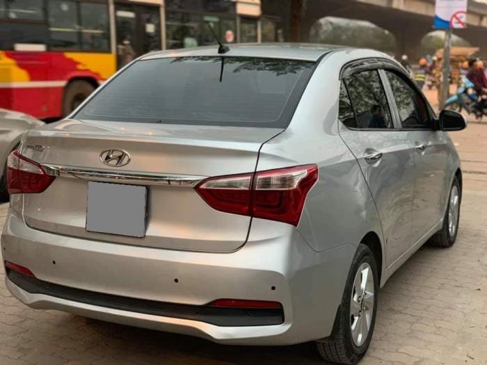 Bán Huyndai I10 sedan 1.2 tự động Màu Bạc xe ít đi mới.