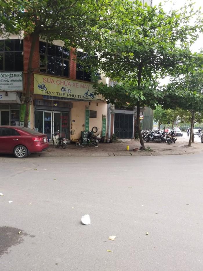 Nhà mặt đường 40m Cổ Linh, Long Biên 60,6m2 giá 9,8 tỷ.