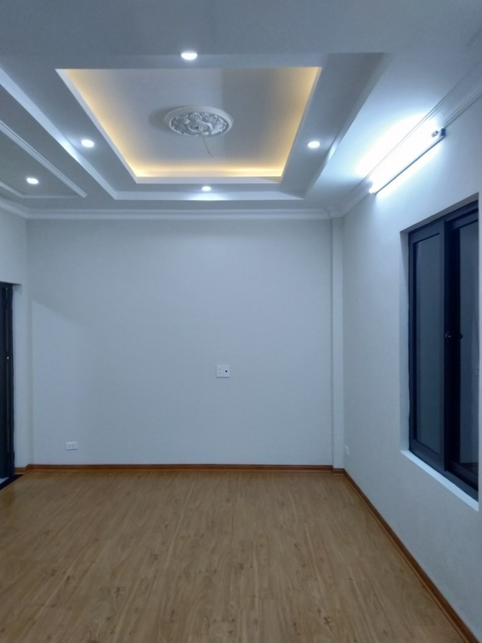 Bán nhà mới phố Vũ Tông Phan: 42m2 x 4 tầng, gần đường ô tô. Giá 3,85 tỷ