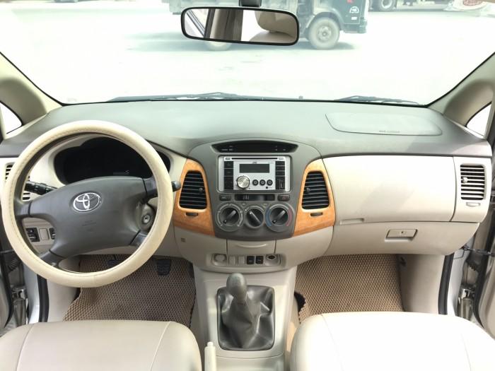 Cần bán xe Toyota Innova G năm sản xuất 2011, màu bạc 22