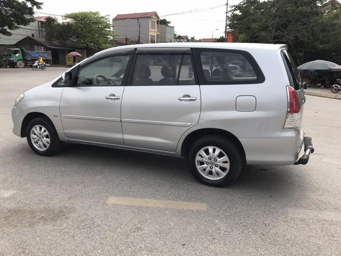 Cần bán xe Toyota Innova G năm sản xuất 2011, màu bạc 3