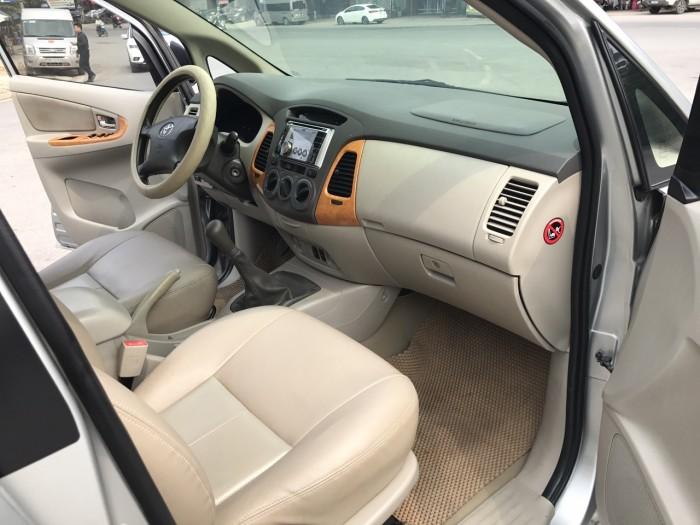 Cần bán xe Toyota Innova G năm sản xuất 2011, màu bạc 7
