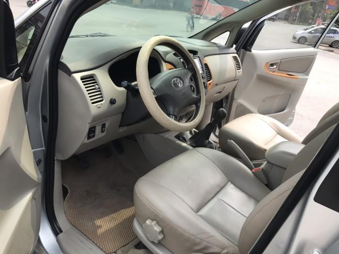 Cần bán xe Toyota Innova G năm sản xuất 2011, màu bạc 17