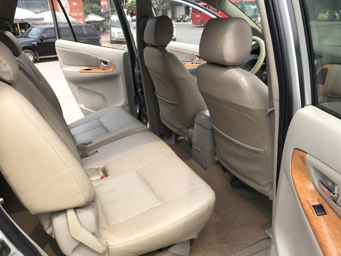 Cần bán xe Toyota Innova G năm sản xuất 2011, màu bạc 1