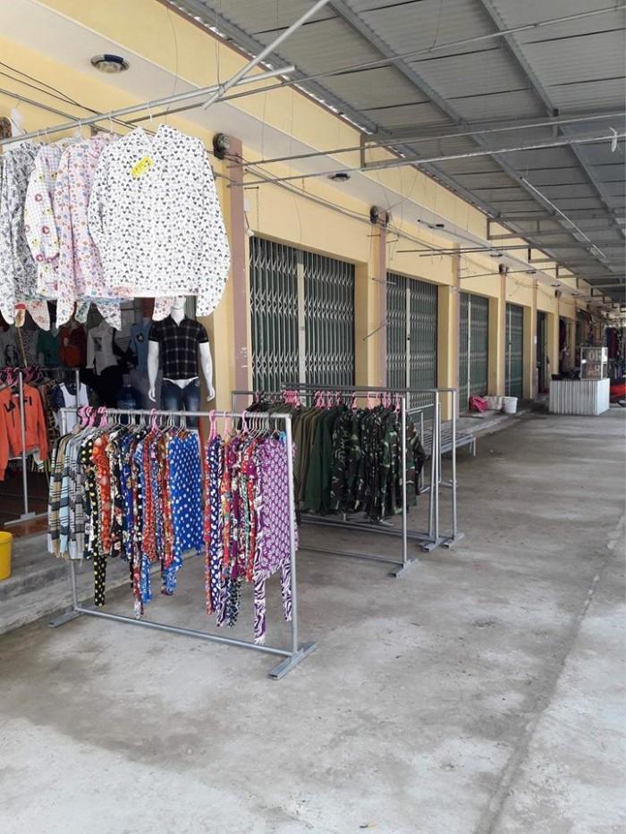 Chuyển nhượng toàn bộ chợ Km68 huyện EaKar, cất giữ tài sản.