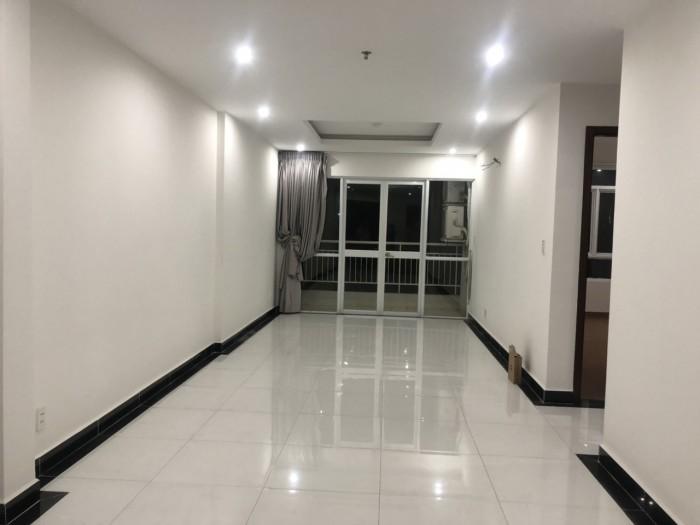 Tôi cần cho thuê căn hộ Giai Việt Q.8, 109m2, 3pn, nhà trống view Hồ Bơi.