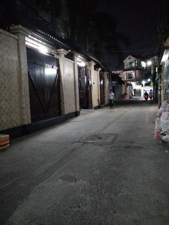 Bán nhà MT đường 8m, gần Đại Học Ngoại Thương