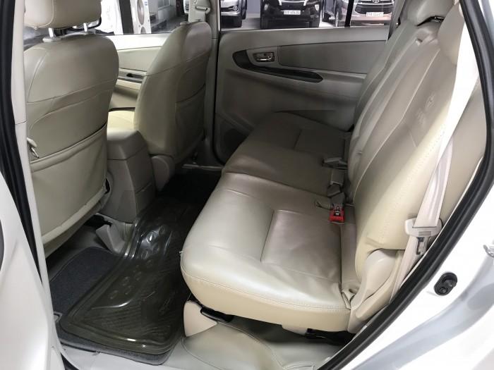 Bán Toyota INNOVA 2.0E màu bạc số sàn sản xuất 2014 biển Sài Gòn mẫu mới 48000km