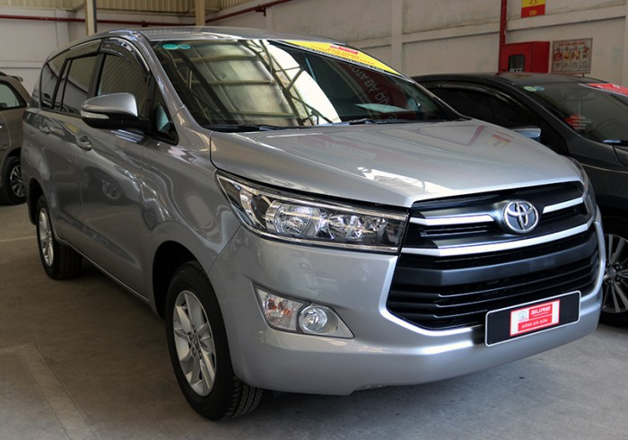 Bán xe Innova E sản xuất 2017 màu bạc, giá còn giảm cho KH thiện chí xem xe