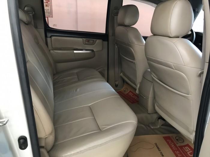 Bán xe Hilux 2.5E sx 2014 màu bạc, siêu tiết kiệm, giá còn giảm