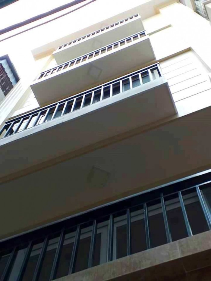Bán nhà ngõ 135 Đội Cấn, 2 mặt thoáng trước sau, xây mới 5 tầng rất đẹp, 3.8 tỷ