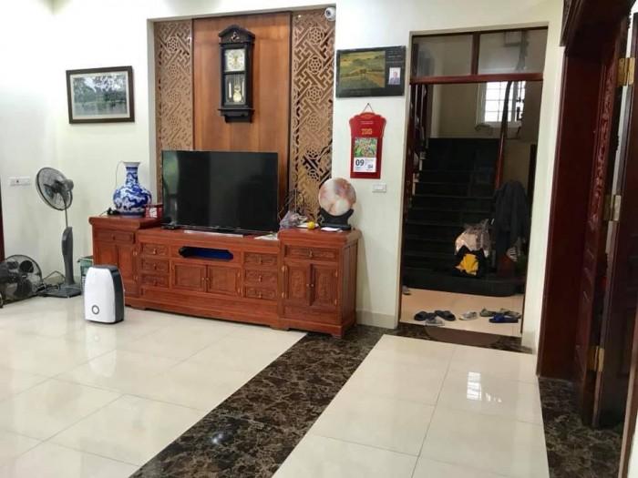 Bán nhà Nguyễn Trãi, ô tô tránh, kinh doanh sầm uất, view Royal, vỉa hè, 4.9 tỷ.