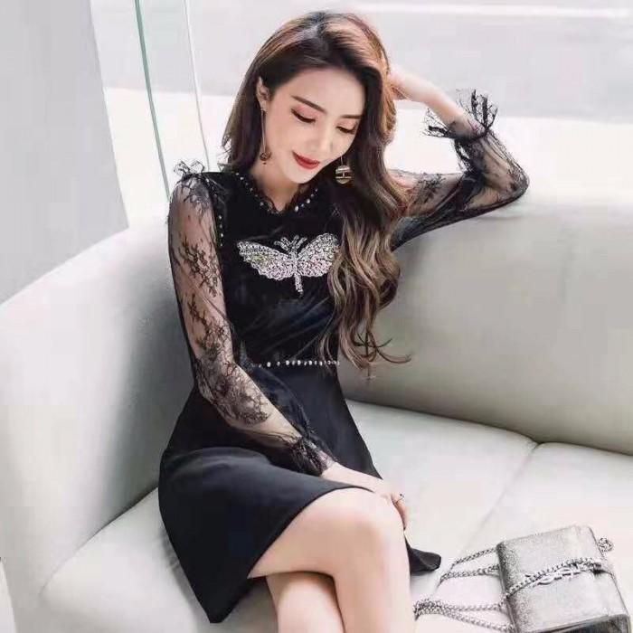[3] Đầm xòe tay dài đính hột