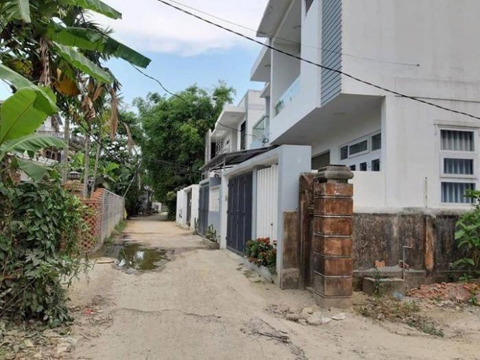 Đất Lại Thế - cạnh sân bóng, cách đường chính Phạm Văn Đồng khoảng 150m.