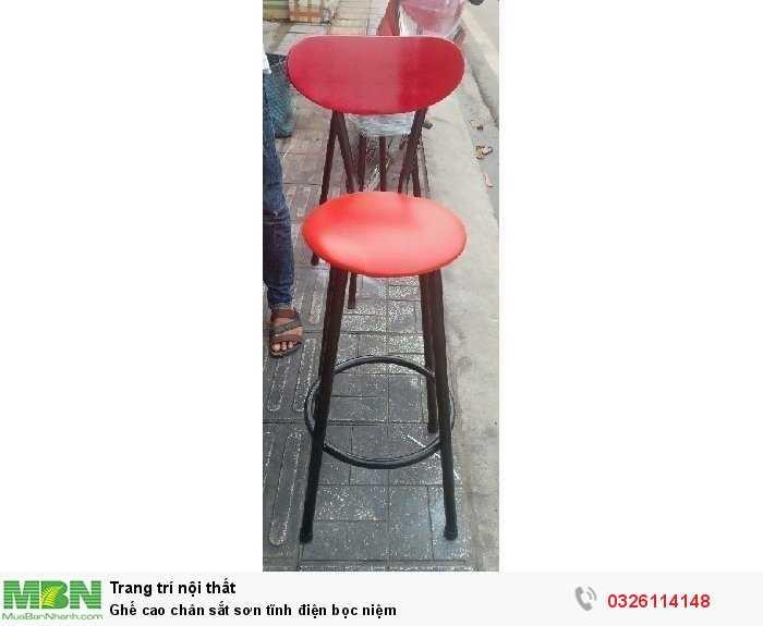 Ghế cao chân sắt sơn tĩnh điện bọc niệm0
