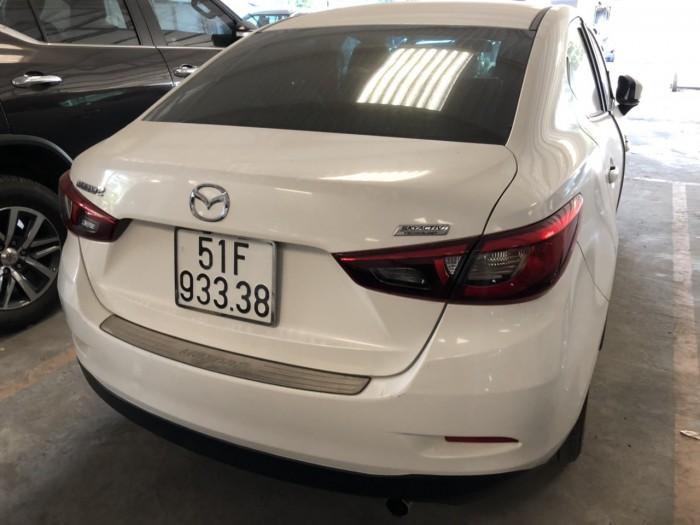 Bán Mazda 2 sedan 1.5AT màu trắng số tự động sản xuất 2016 biển SG đi 9000km