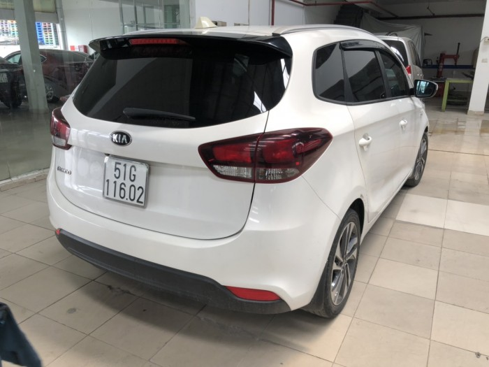 Bán Kia Rondo 2.0MT màu trắng số sàn sản xuất 2017 biển Sài Gòn máy xăng