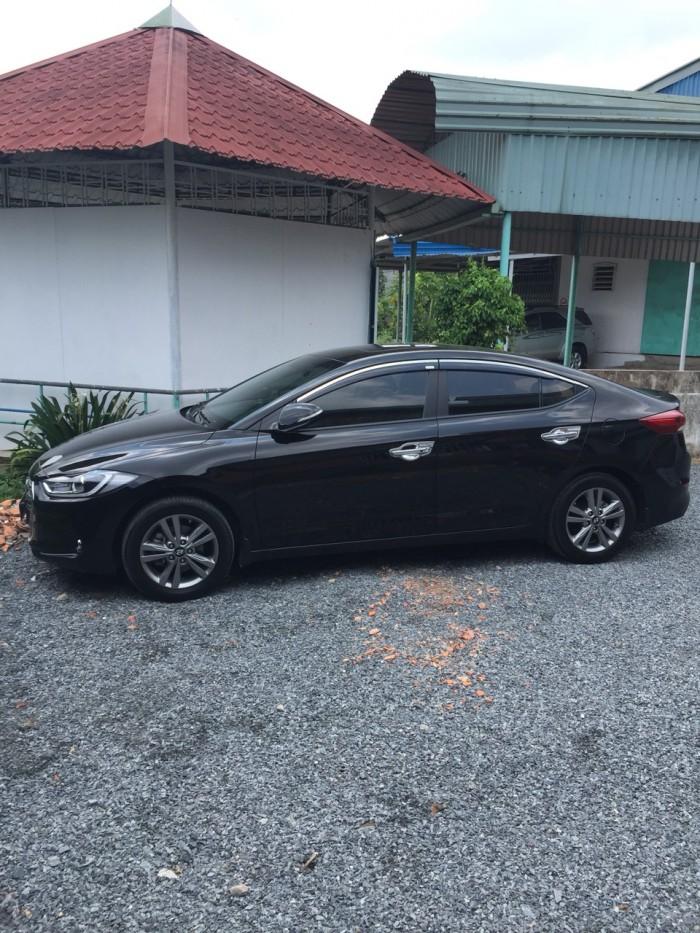 Bán Hyundai Elantra 1.6AT màu đen VIP số tự động sản xuất cuối 2016 biển Bình Dương