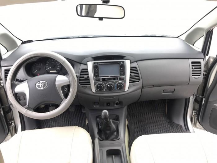 Bán Toyota Innova 2.0 E đời 2013, màu bạc, xe đẹp xuất sắc 19